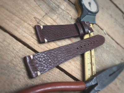Vintage effect hammered leather strap for Rolex Stitching color: Ecrù
