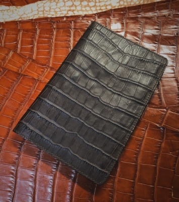 Document holder in alligator print leather